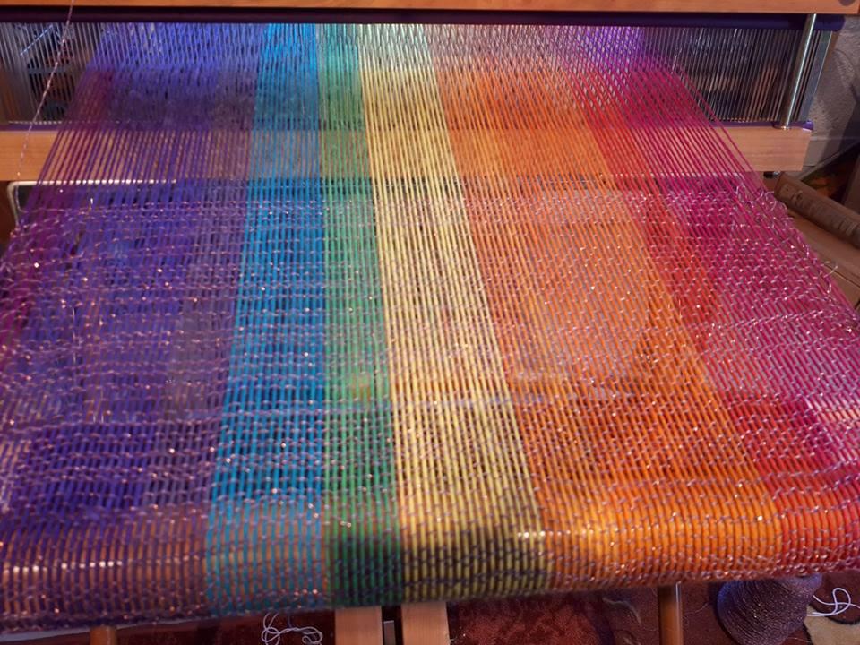 Multicoloured weaving thread on a loom